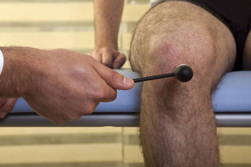 knee reflex involuntary