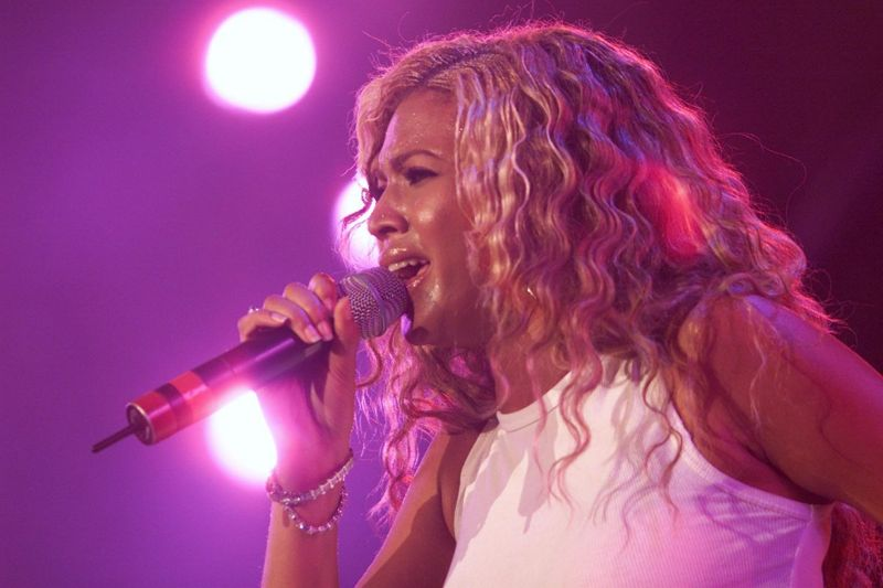 Beyoncé performing onstageRising fame and Destiny's Child