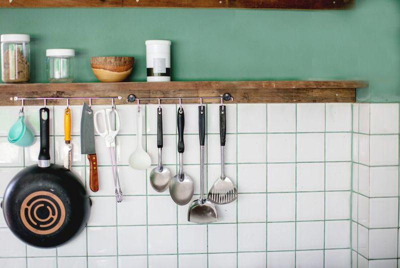 decorative narrow planks kitchen pans