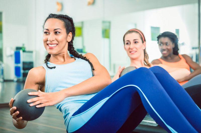 women exercising russian twist