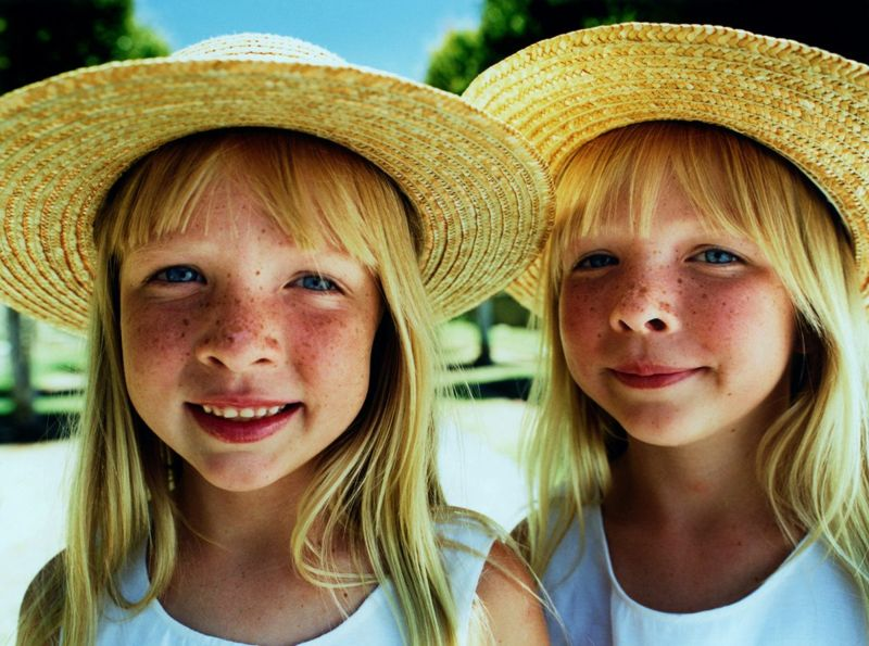identical twins appearance