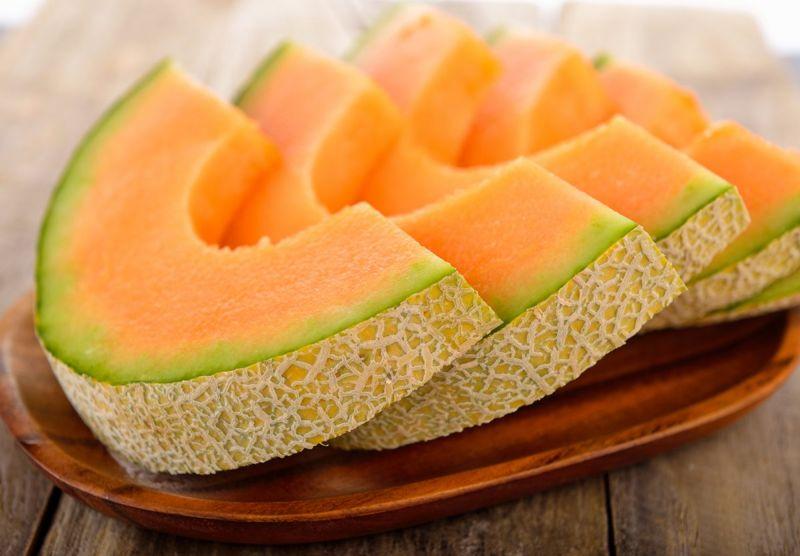 sliced raw cantaloupe