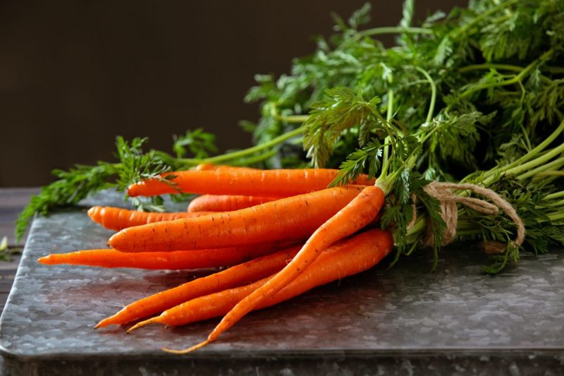 pile fresh carrots