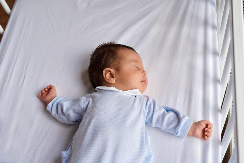 infant sleeping supine crib