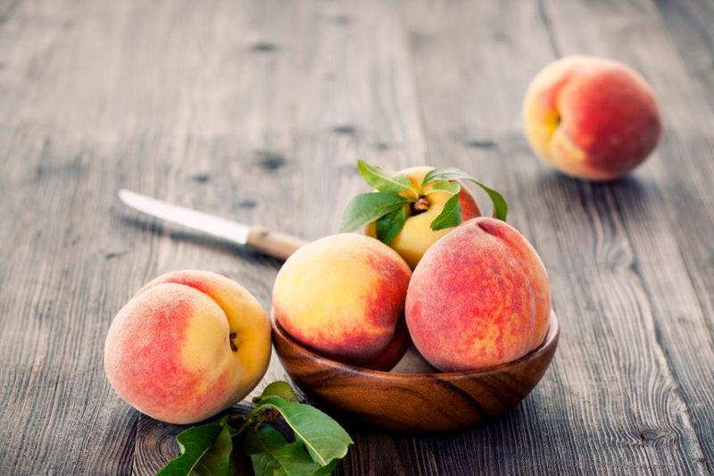 peaches are a keto-friendly fruit