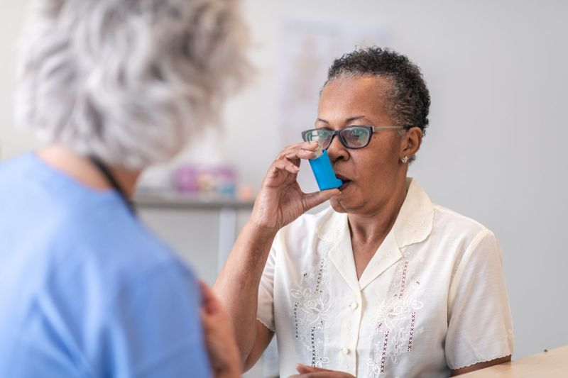woman inhaler nurse