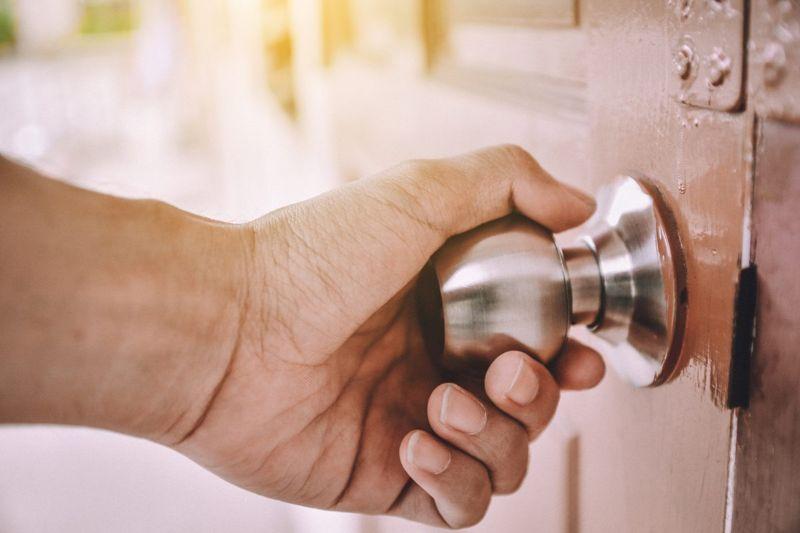hand door handle virus