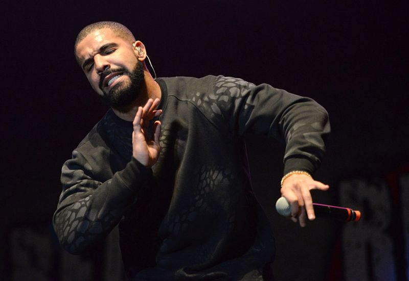 """INGLEWOOD, CA - NOVEMBER 08: Musician Drake performs onstage during REAL 92.3's 'The Real Show"""" at The Forum on November 8, 2015 in Inglewood, California. (Photo by Scott Dudelson/Getty Images)"""