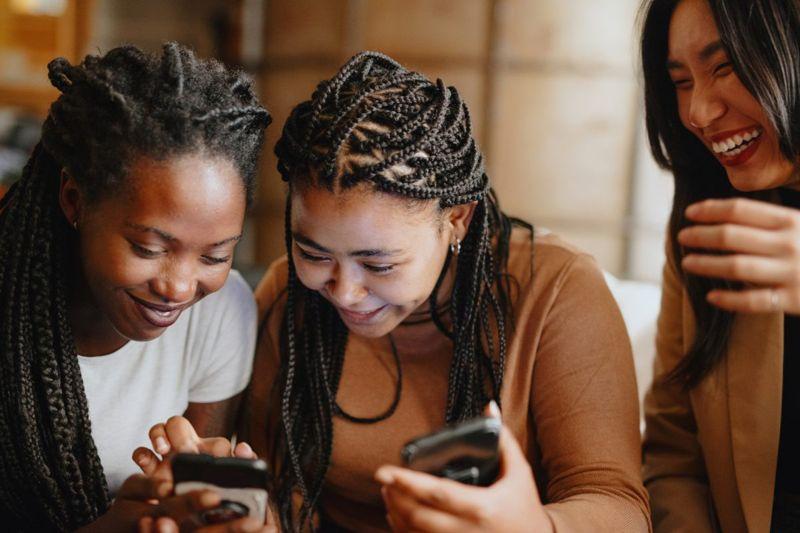 online relationships dating app women