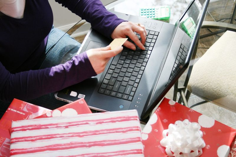 woman online holiday shopping