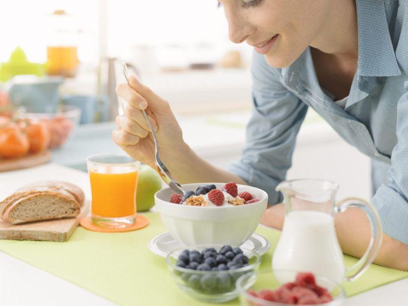 woman eating healthy diet