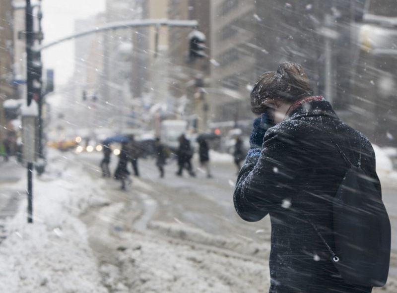 woman phone snowing