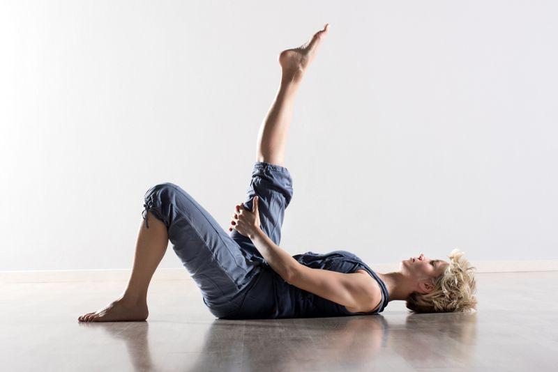 woman doing hamstring stretch lying down