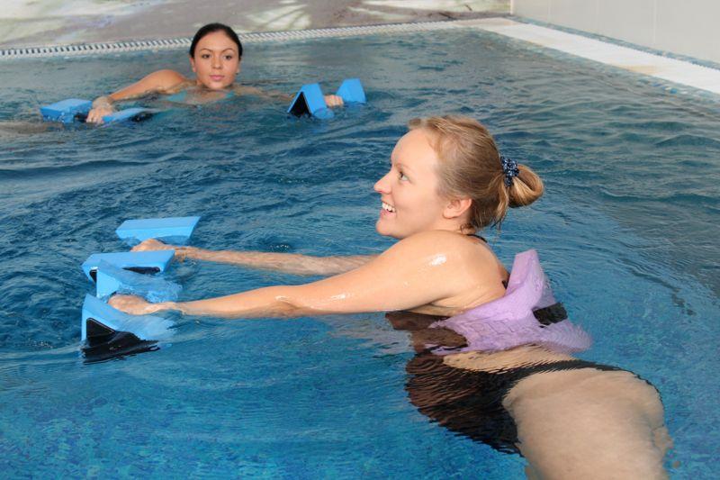 pregnant women doing water aerobics