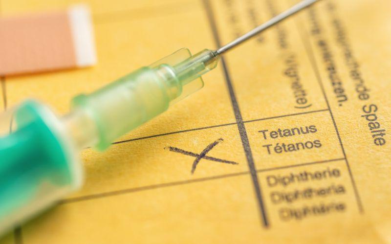 close up of a needle and a tetanus diagnosis