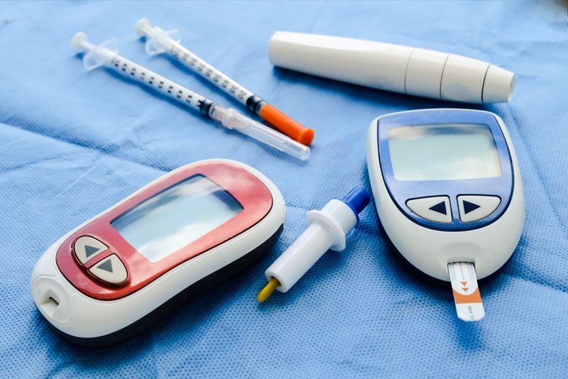 diabetes insulin reader, needles