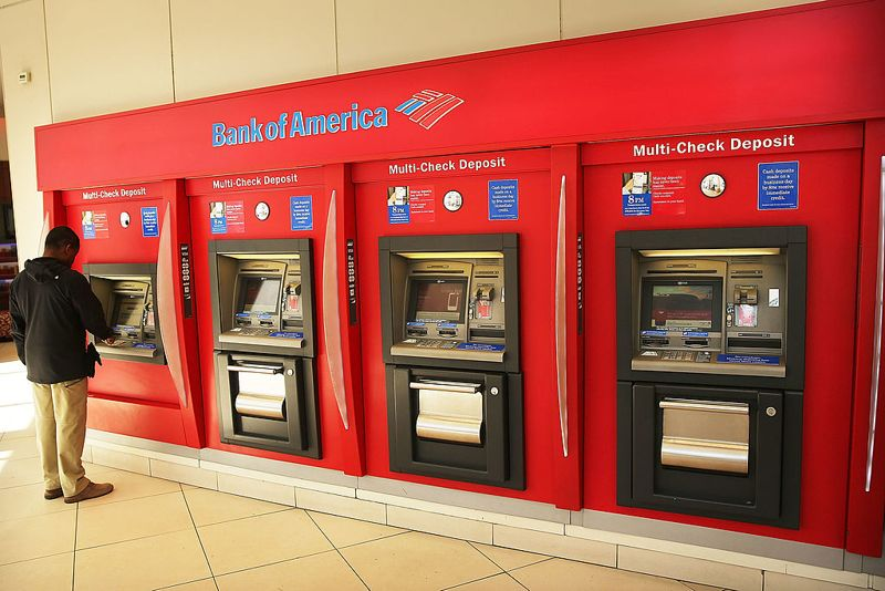 A man uses an ATM at a Bank of America branch on April 16, 2014 in New York City. As the nation's second-largest bank continues to struggle with fallout from the financial crisis, Bank of America reported a $276 million first-quarter loss Wednesday.