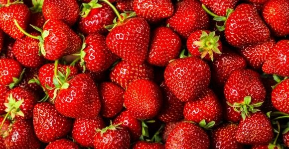 10 Healthy Reasons to Always Buy a Quart of Strawberries