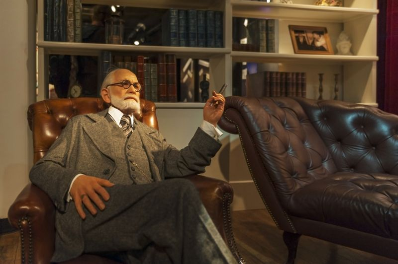 sculpture of Sigmund Freud