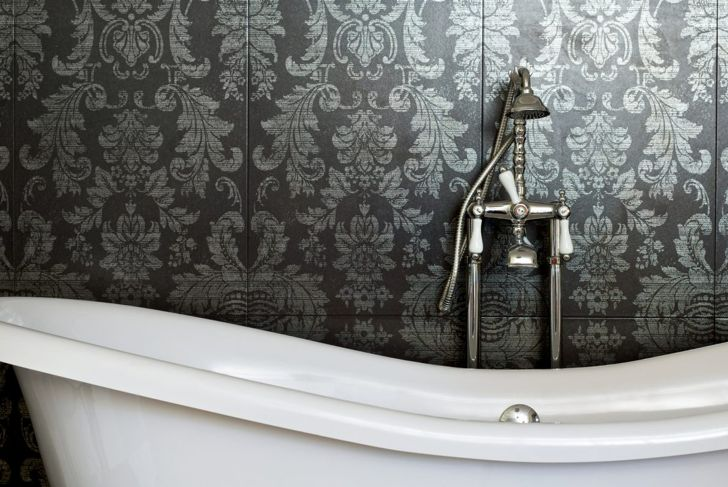 professionals varnish bathroom