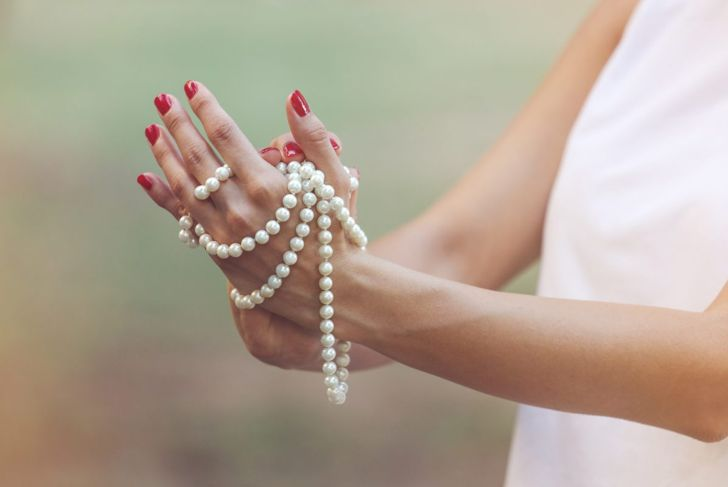 cleaning pearl necklace