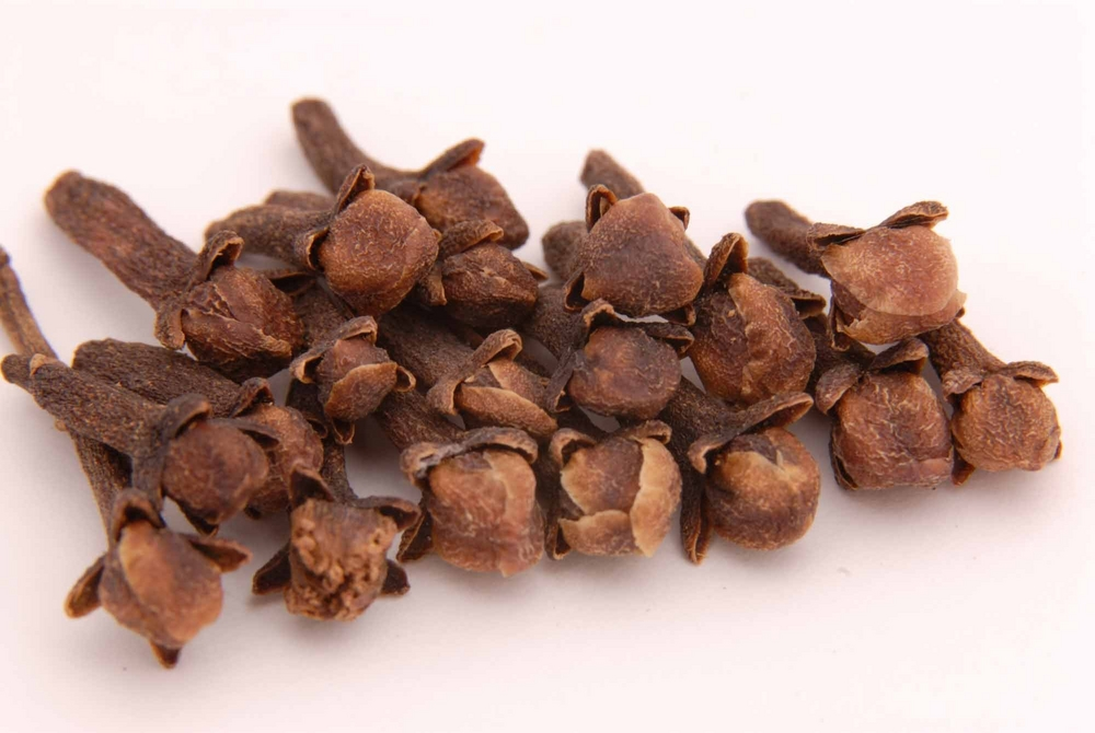 clove oil essential oils