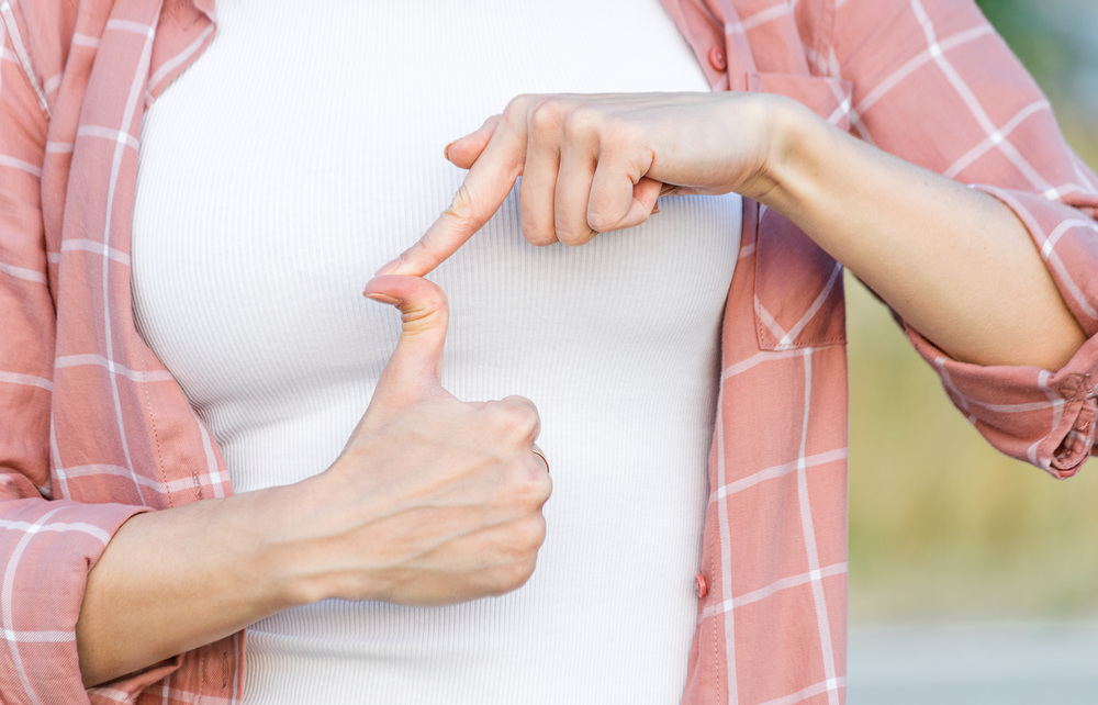woman showing joint hypermobility syndrome in thumb