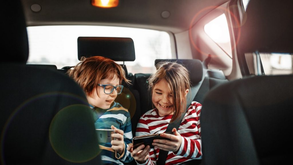 entertaining kids during a road trip