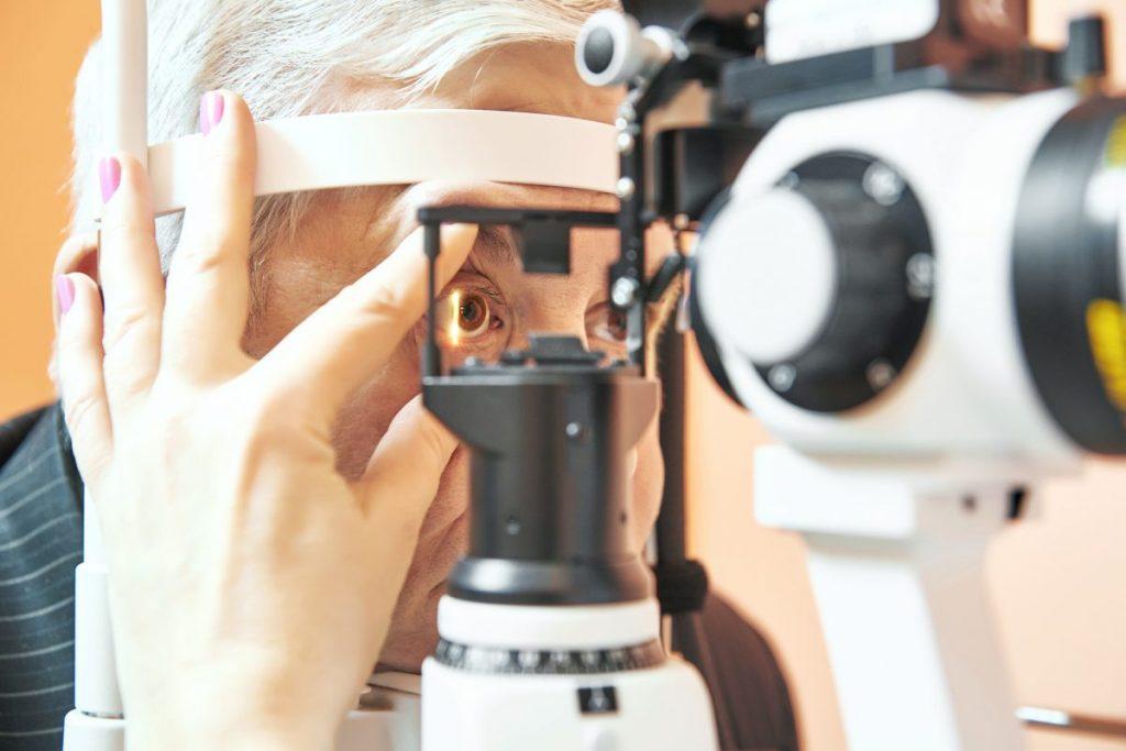 dark spots vitreous hemorrhage