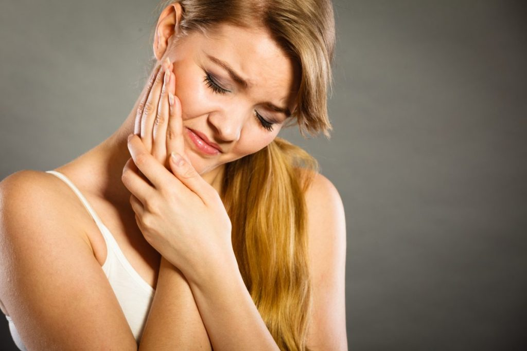 Tooth Abscess: Treatment, Remedy, Pictures, Symptoms and ...  |Abscessed Tooth Complications Signs