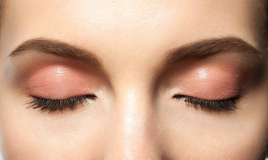 how do chemical eye burns happen