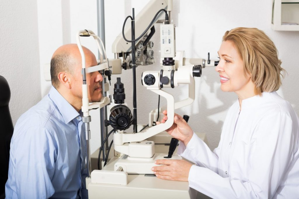 doctors helping corneal ulcer