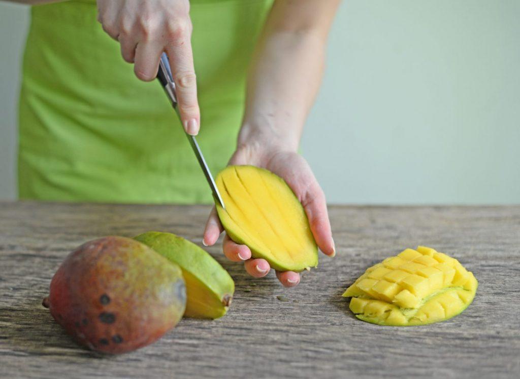strips mangoes