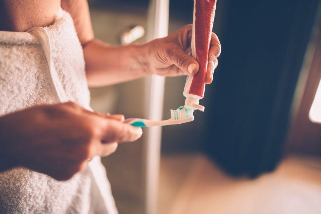 toothpaste whiten teeth naturally