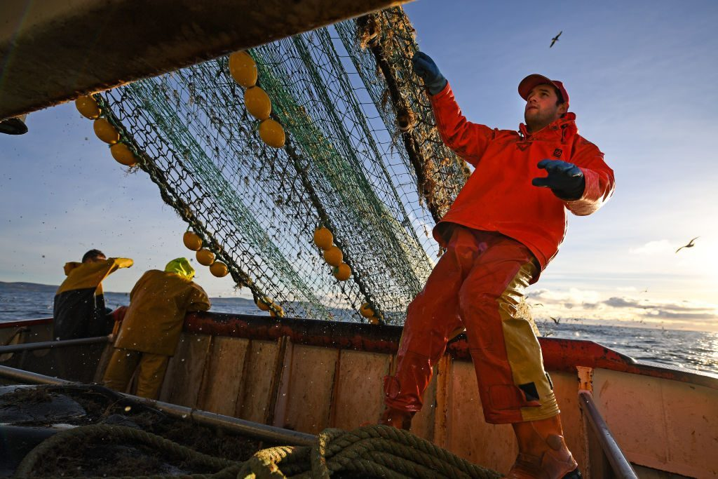 dangerous jobs fishing commercial fishing worker