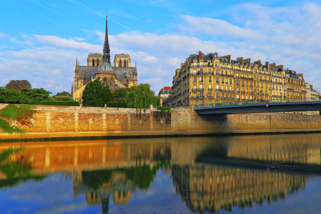 notre dame cathedral sunrise