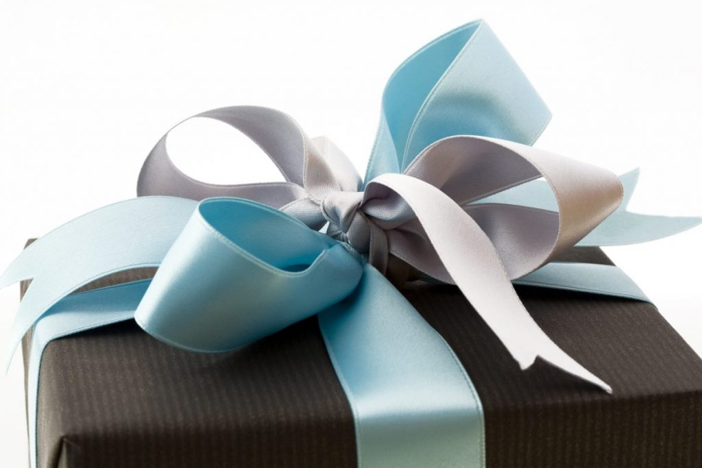 wrapping gift ribbon