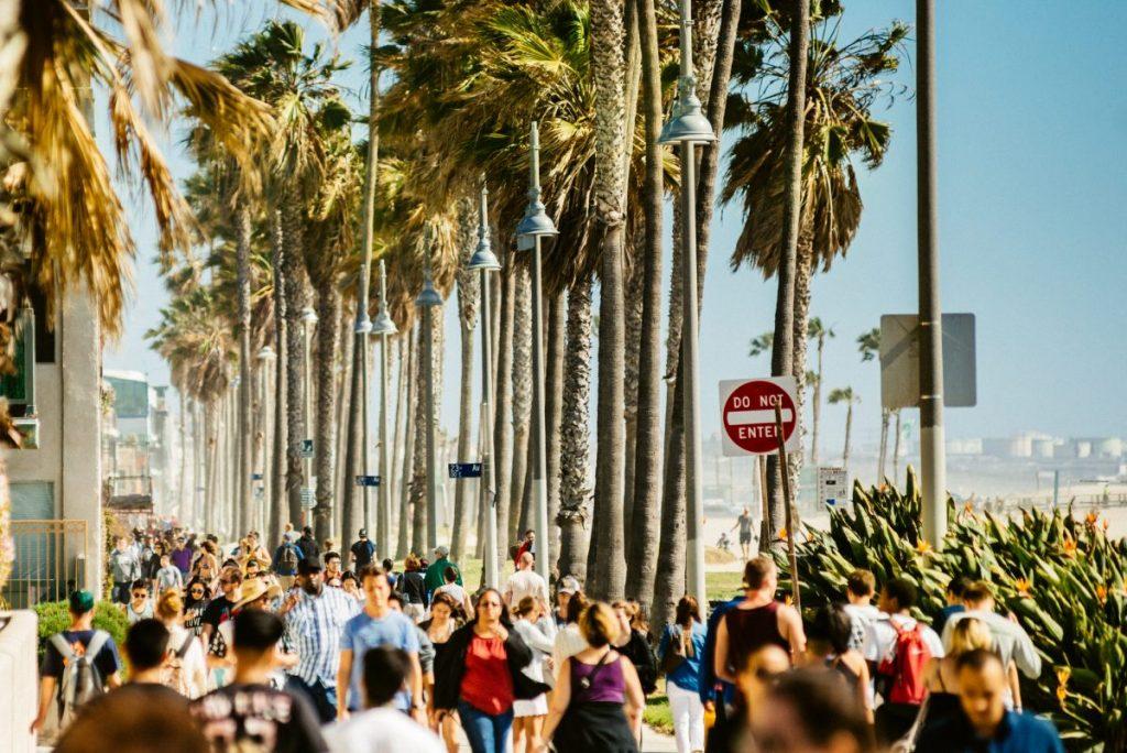 busy venice beach boardwalk
