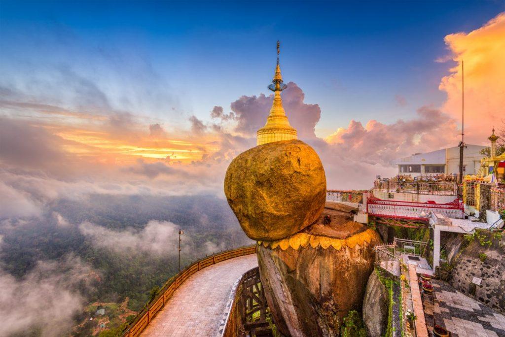 Kyaiktiyo Pagoda tabaung golden rock