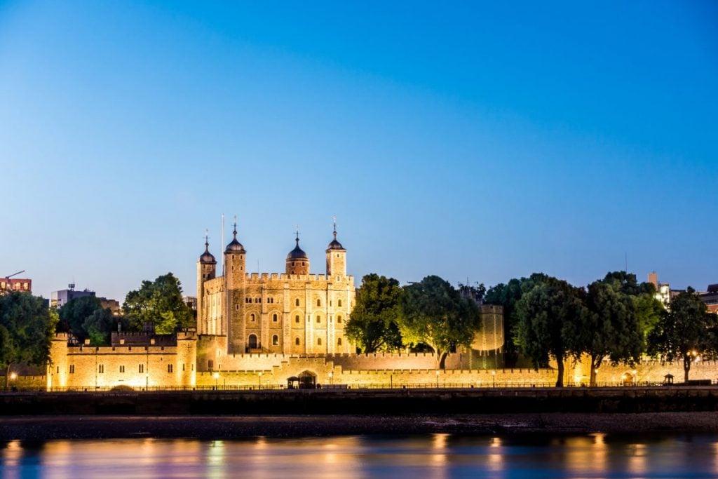 tower of london dusk