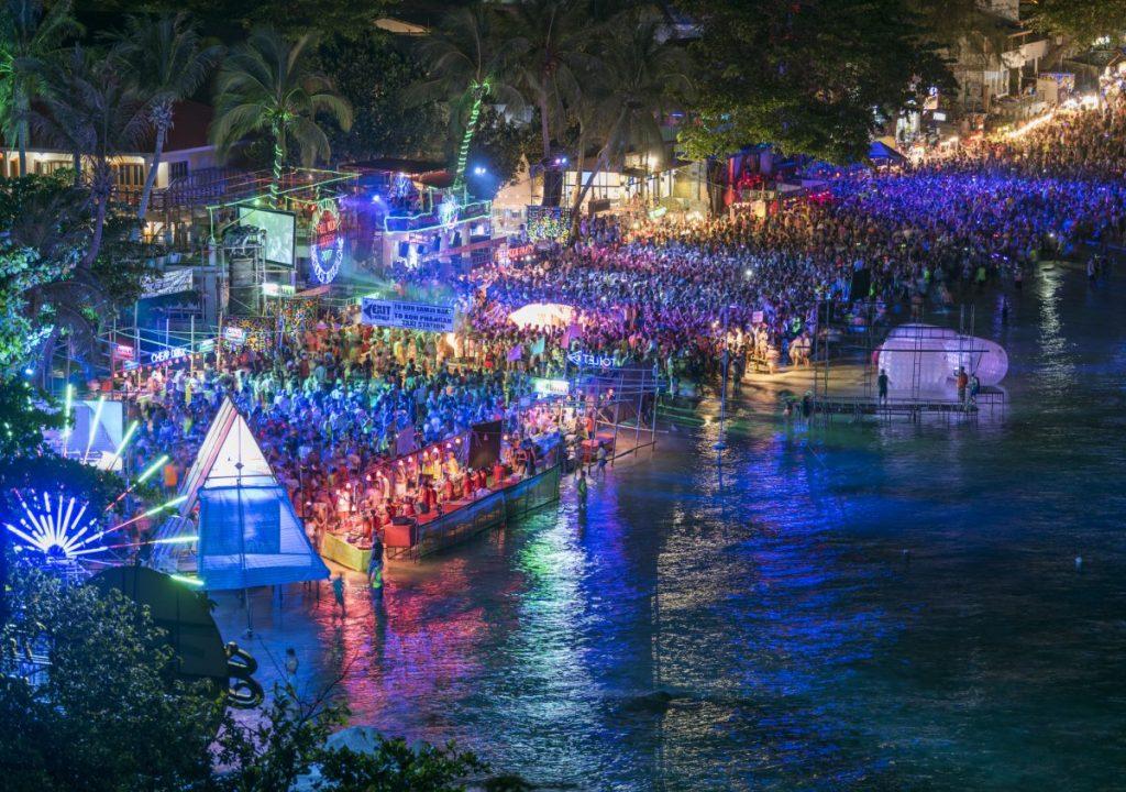 drugs Thailand tourists bribes