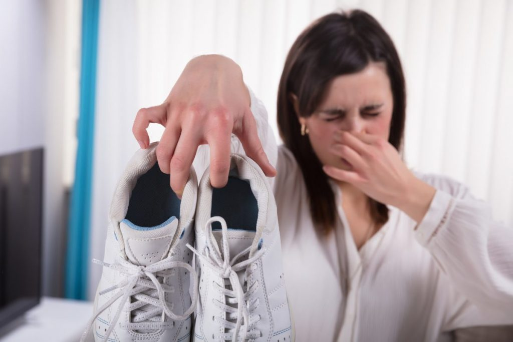 foot body odor causes