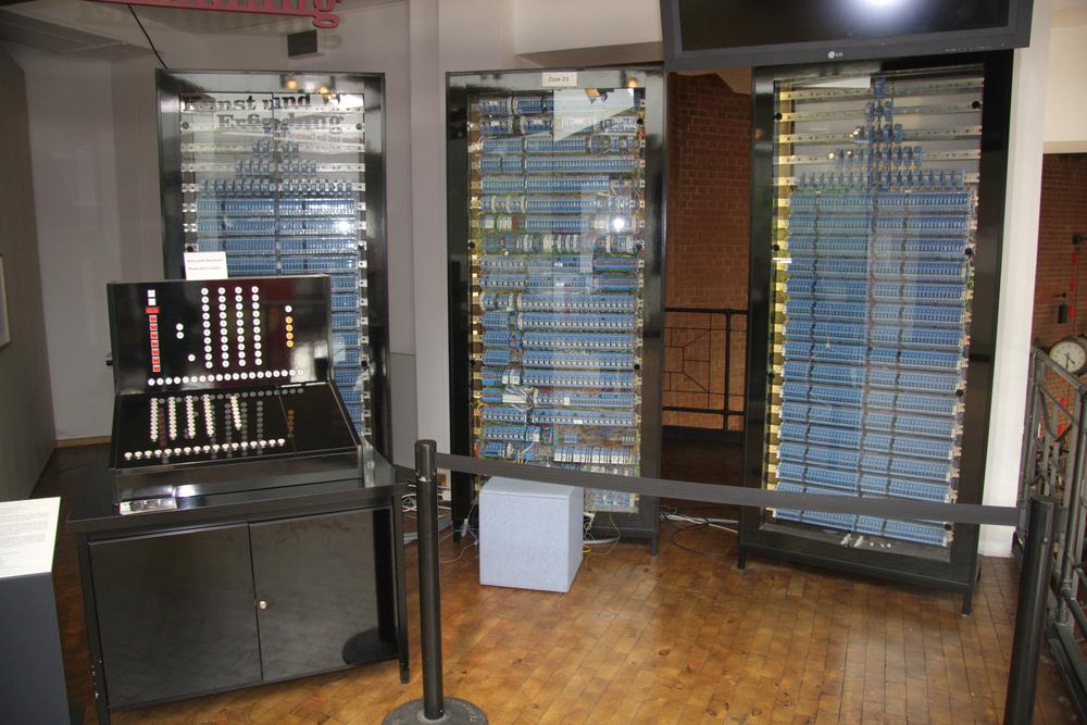 first computer digital