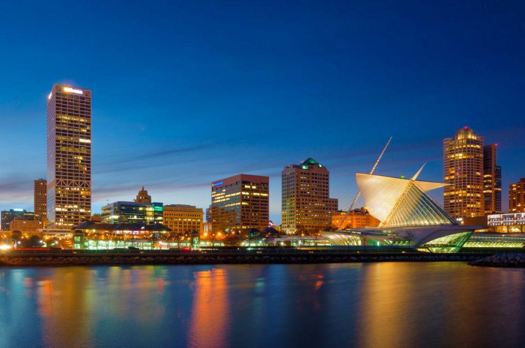 Milwaukee skyline and art museum