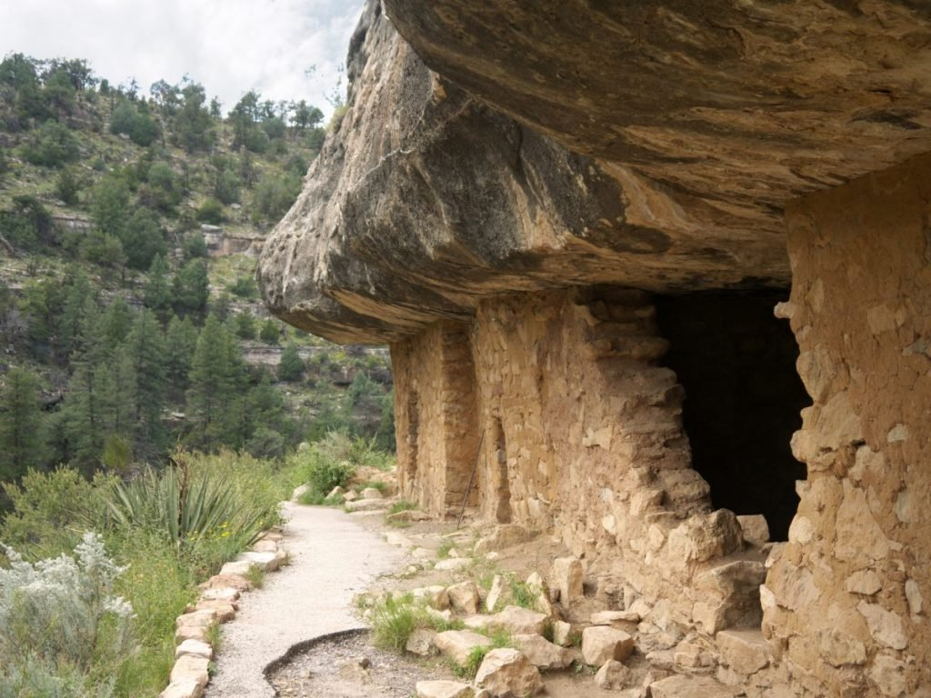 Cliff dwellings at Walnut Canyon