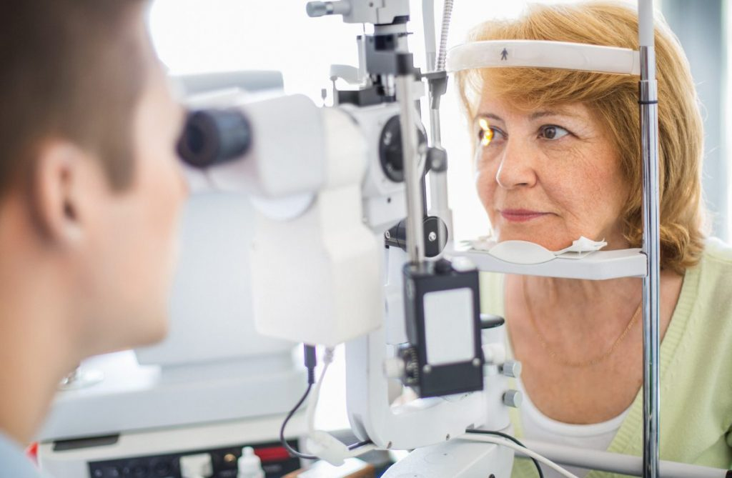 woman ophthalmologist exam
