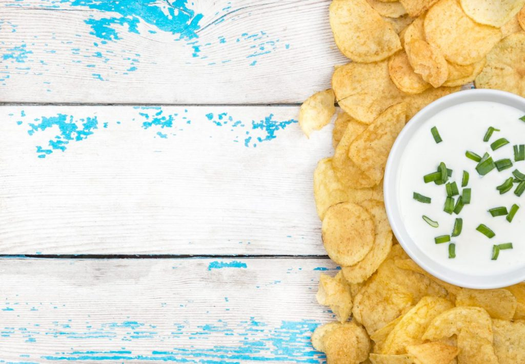 Sour cream dip and potato chips