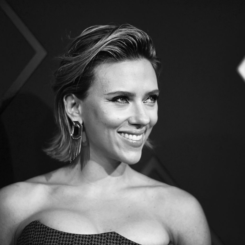 Scarlett Johansson, Female Movie Star of 2018, poses in the press room during the People's Choice Awards 2018 at Barker Hangar on November 11, 2018 in Santa Monica, California.
