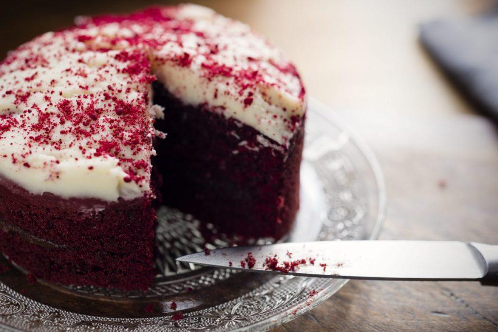 eat red velvet cake