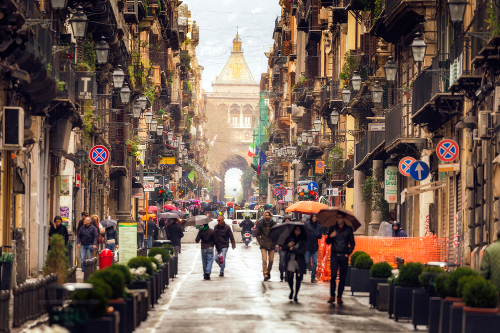 People walking through the inner city of Palermo